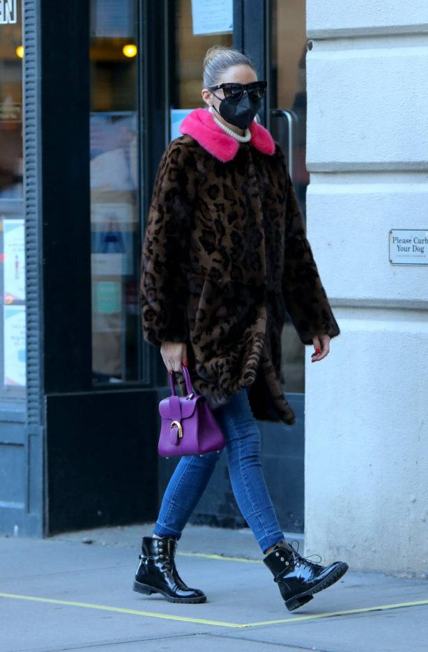 Olivia Palermo - Seen out for a walk in Dumbo - Brooklyn
