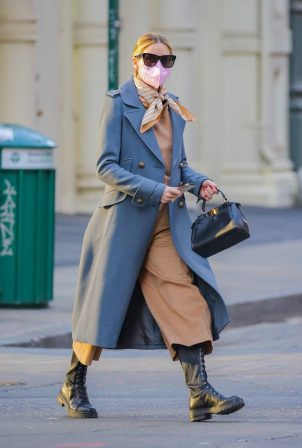 Olivia Palermo - Steps out for a walk in New York