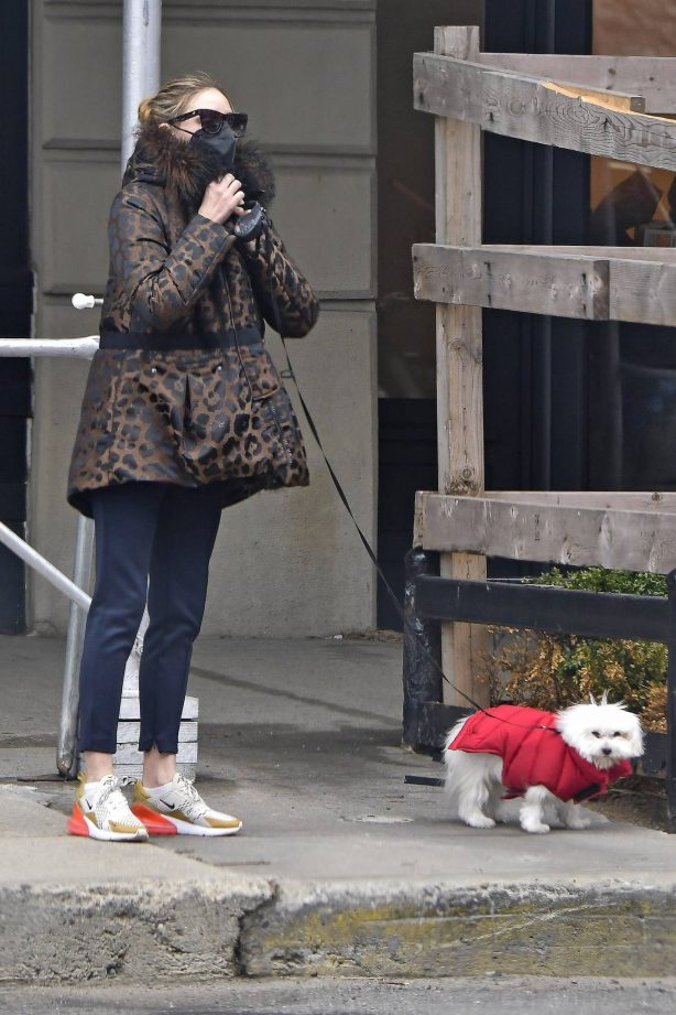 Olivia Palermo - Takes her dog out in New York