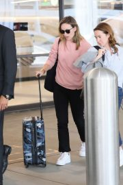 Olivia Wilde - Arrives at LAX Airport in Los Angeles