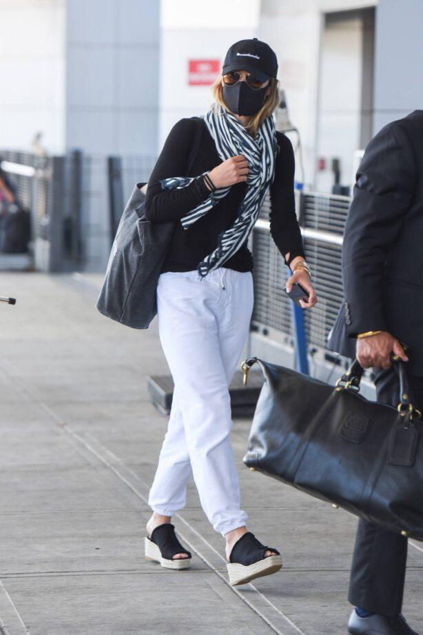 Olivia Wilde - Departing JFK Airport in New York City