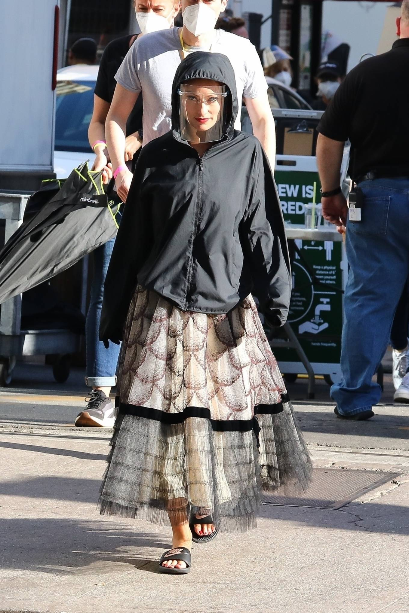Olivia Wilde 2020 : Olivia Wilde – Filming Dont Worry Darling in Los Angeles-10