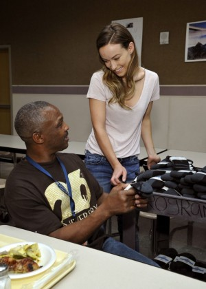 Olivia Wilde - Gap x Bombas Sock Donation To The Homeless in Los Angeles