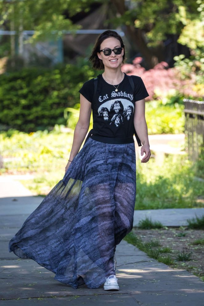 Olivia Wilde in Long Skirt out for a walk in Brooklyn