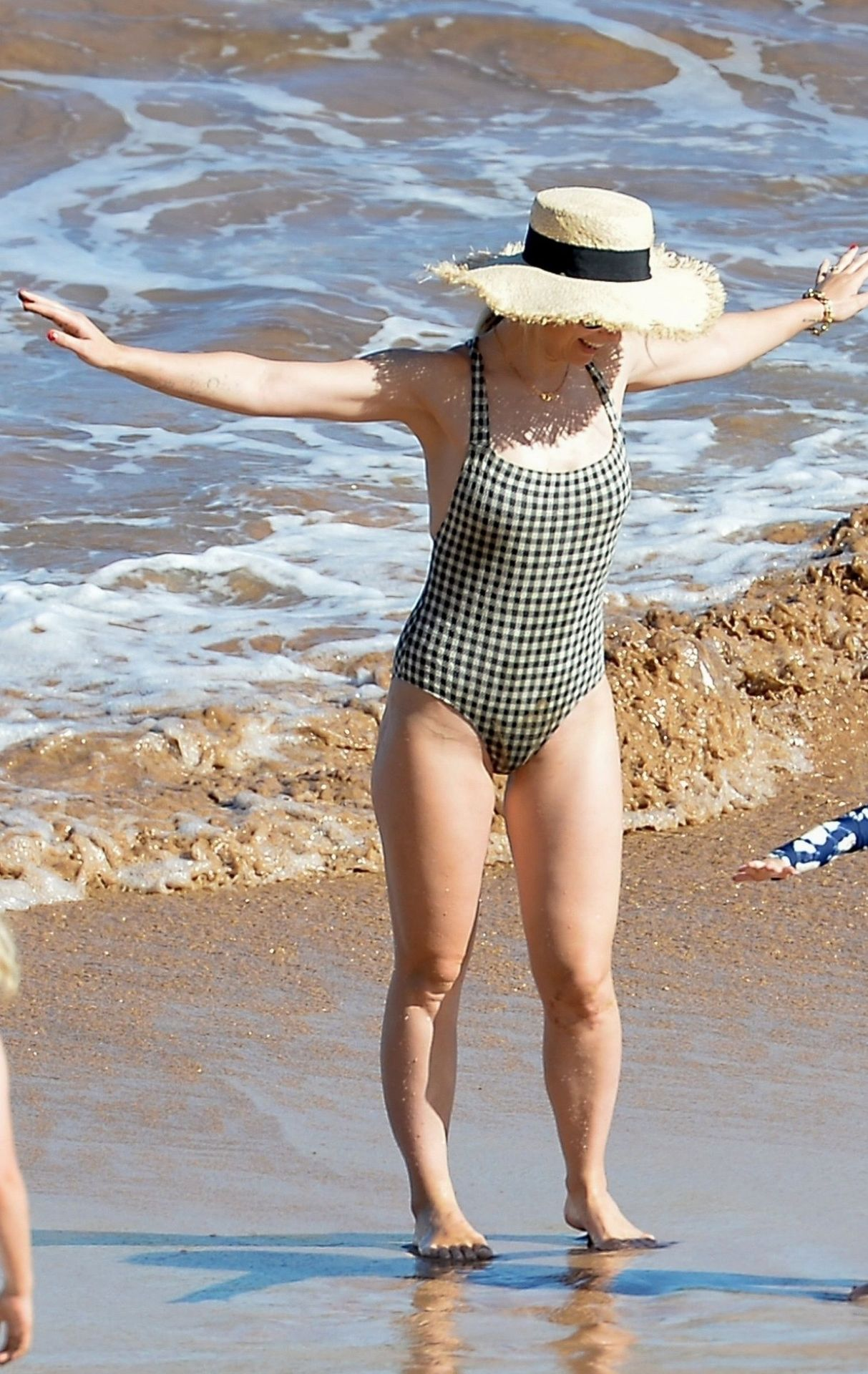 Olivia Wilde 2019 : Olivia Wilde: In one-piece swimsuit at the beach in Hawaii-15