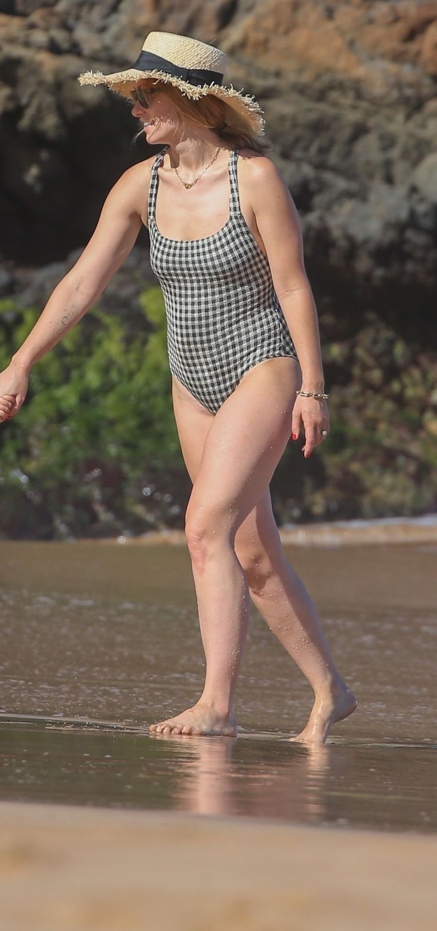 Olivia Wilde 2019 : Olivia Wilde: In one-piece swimsuit at the beach in Hawaii-22