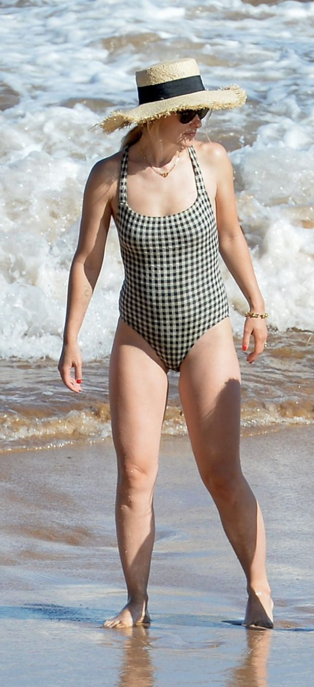 Olivia Wilde 2019 : Olivia Wilde: In one-piece swimsuit at the beach in Hawaii-37