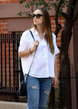Olivia Wilde in Ripped Jeans Out in New York