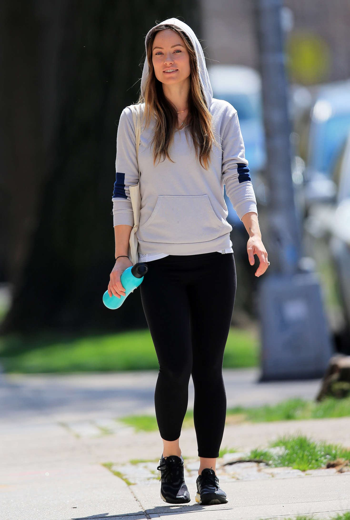 Olivia Wilde in tights jogging in NYC | GotCeleb