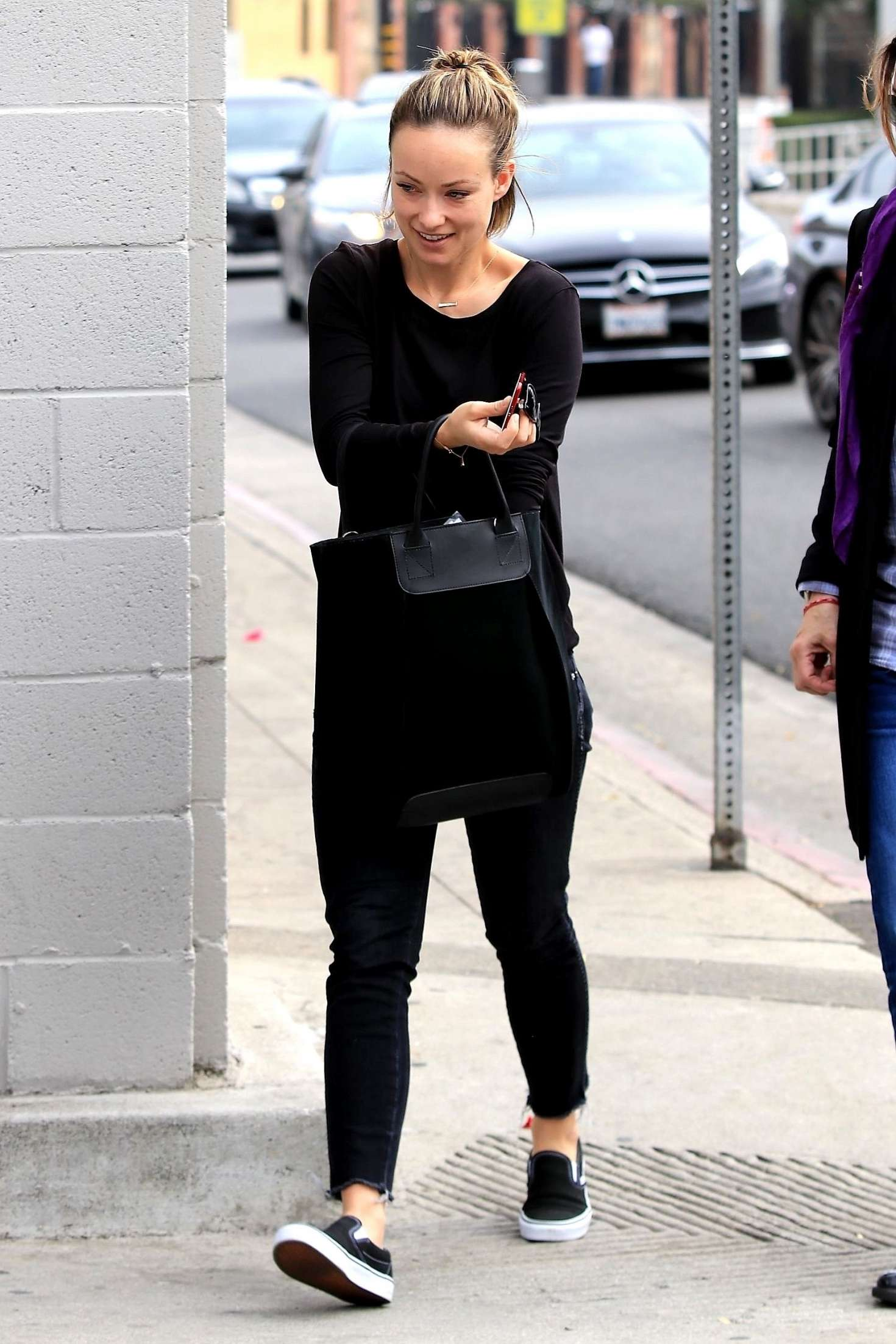 Olivia Wilde 2018 : Olivia Wilde: Leaving a business lunch -02