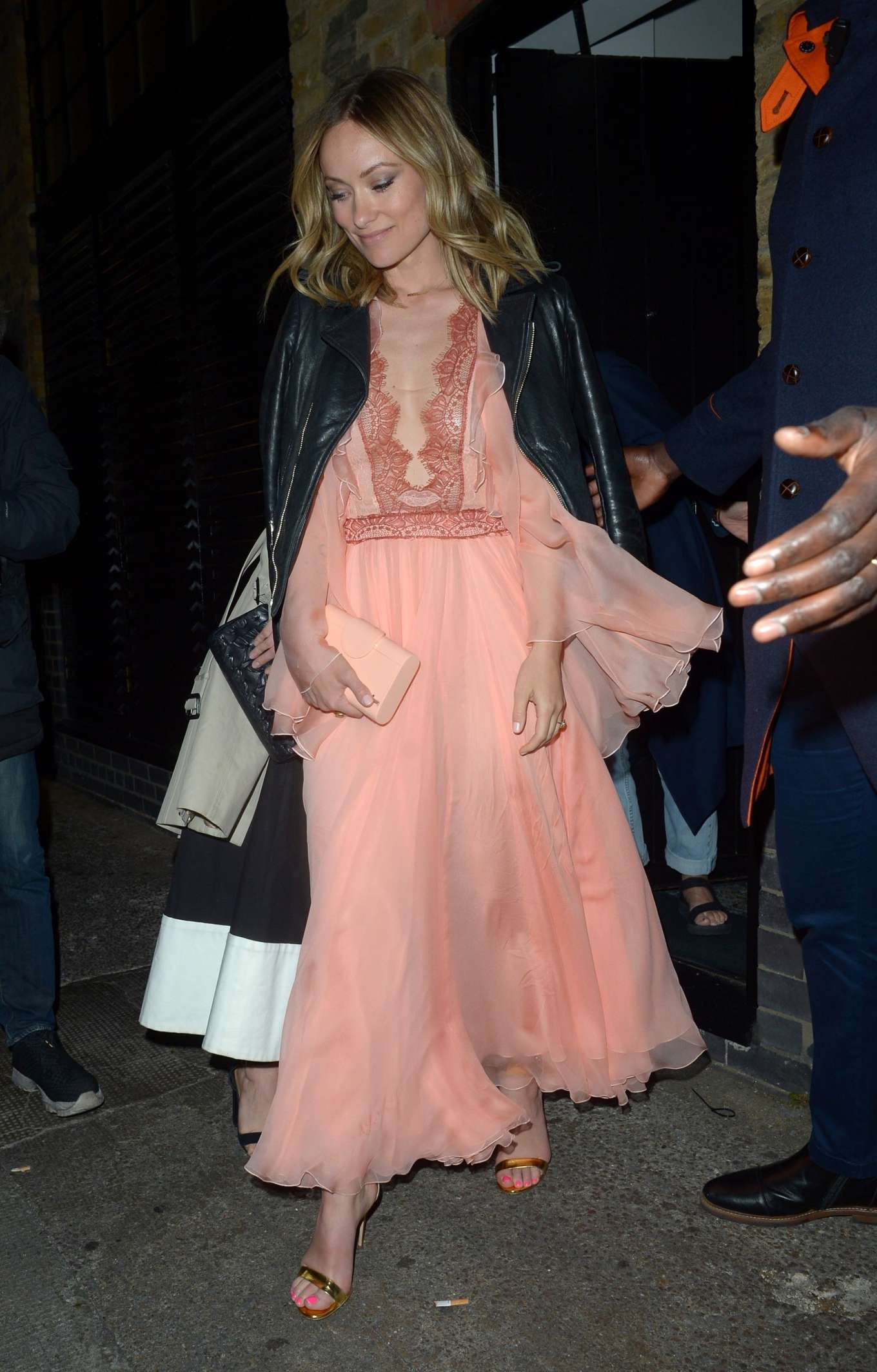 Olivia Wilde 2019 : Olivia Wilde: Leaving the Chiltern Fire House -09
