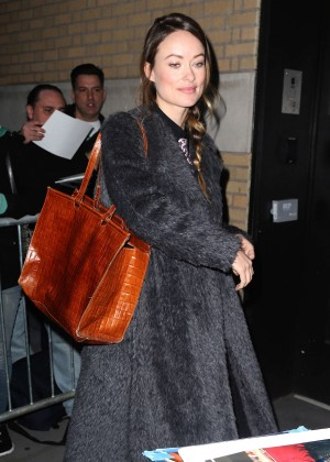 Olivia Wilde - Meets fans Outside the Apple Store in New York City