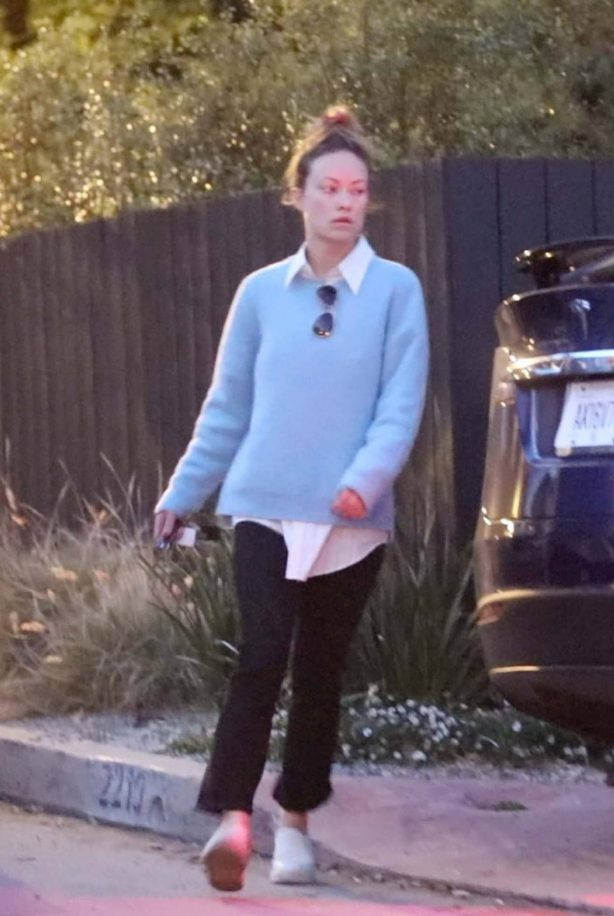 Olivia Wilde - Moving her belongings into Harry Styles home on Valentines day in LA