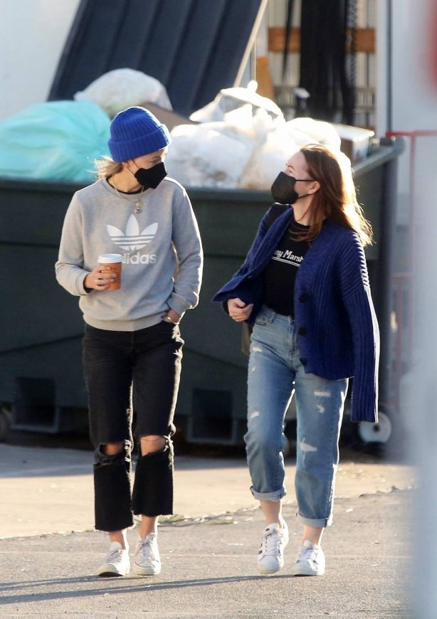 Olivia Wilde - on the set of 'Don't Worry Darling' in Los Angeles