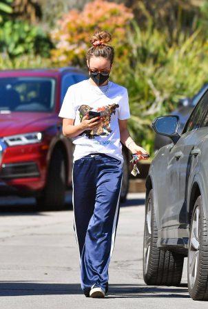 Olivia Wilde - Ranning errands in Studio City