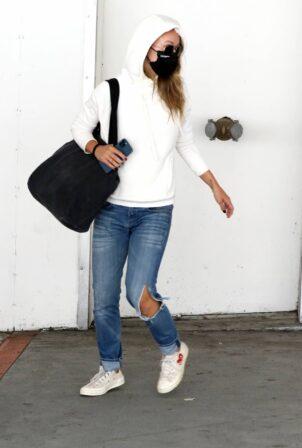 Olivia Wilde - Returning to Los Angeles