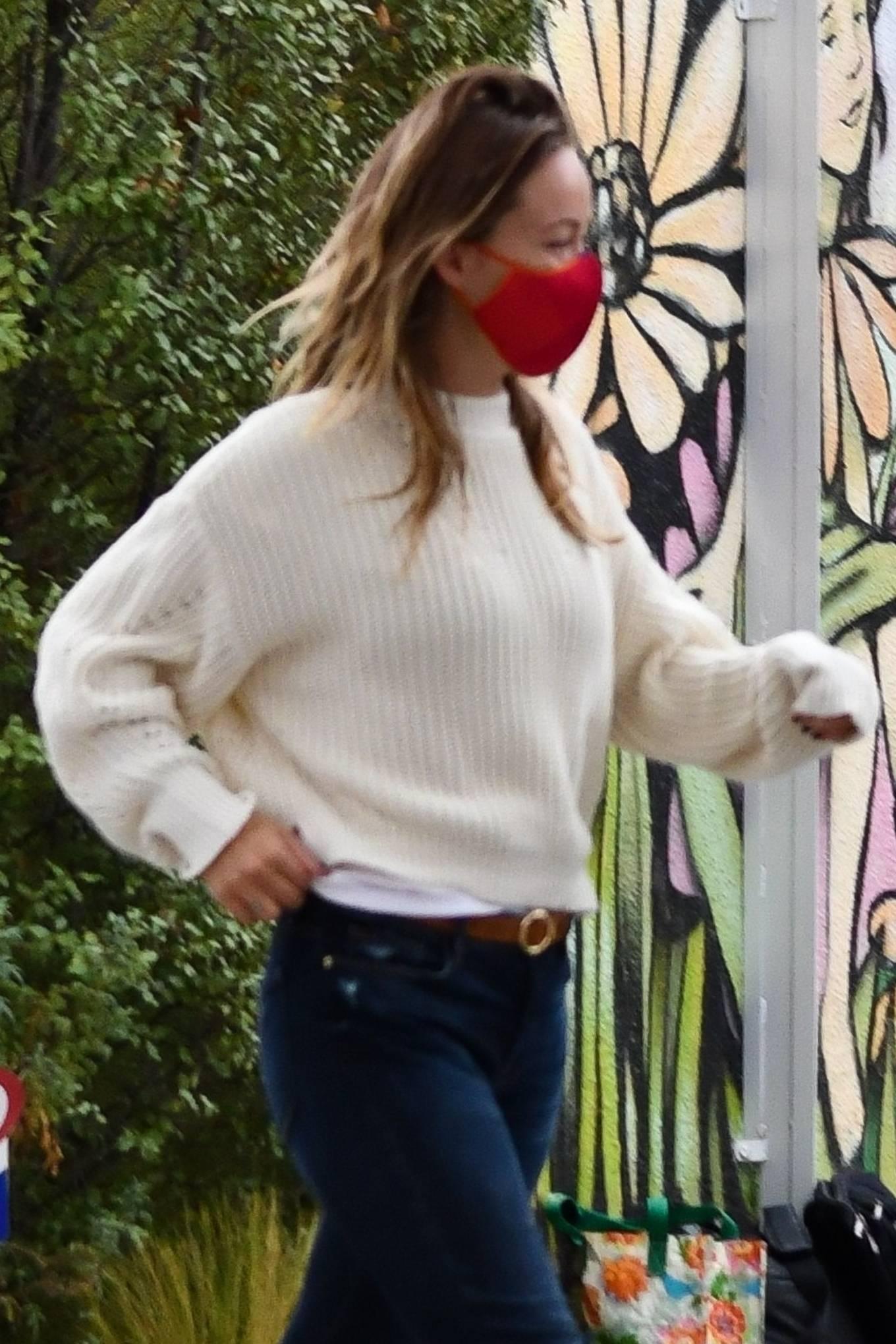 Olivia Wilde 2020 : Olivia Wilde – running errands in Los Angeles-06