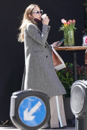 Olivia Wilde - Seen at a Marylebone Patisserie in central London