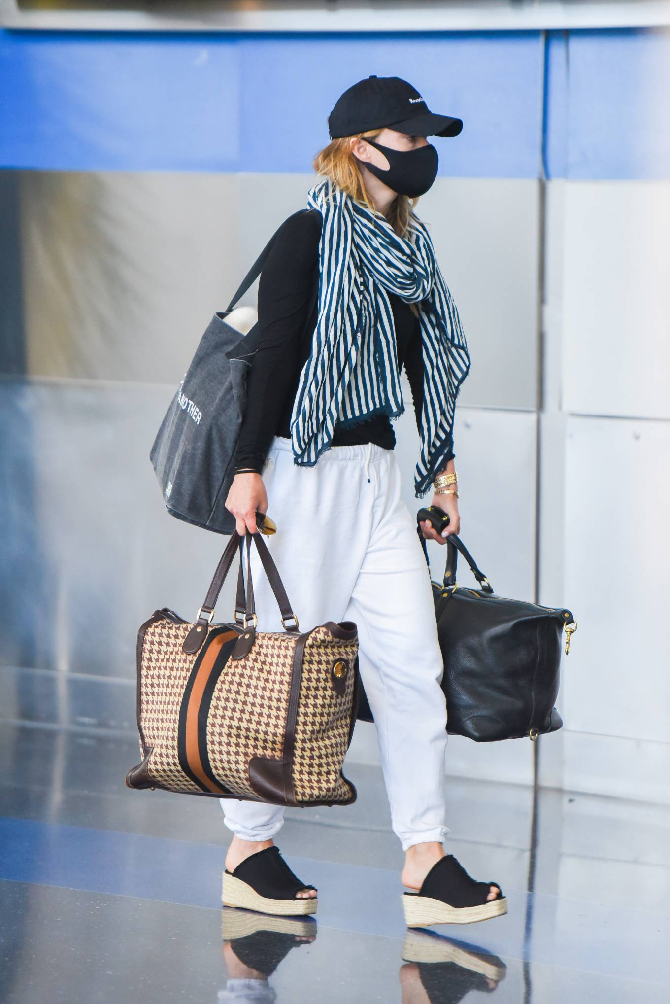 Olivia Wilde - Seen Departing JFK Airport in New York City