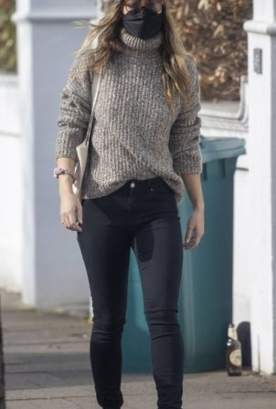 Olivia Wilde - Shopping at her local shop in London