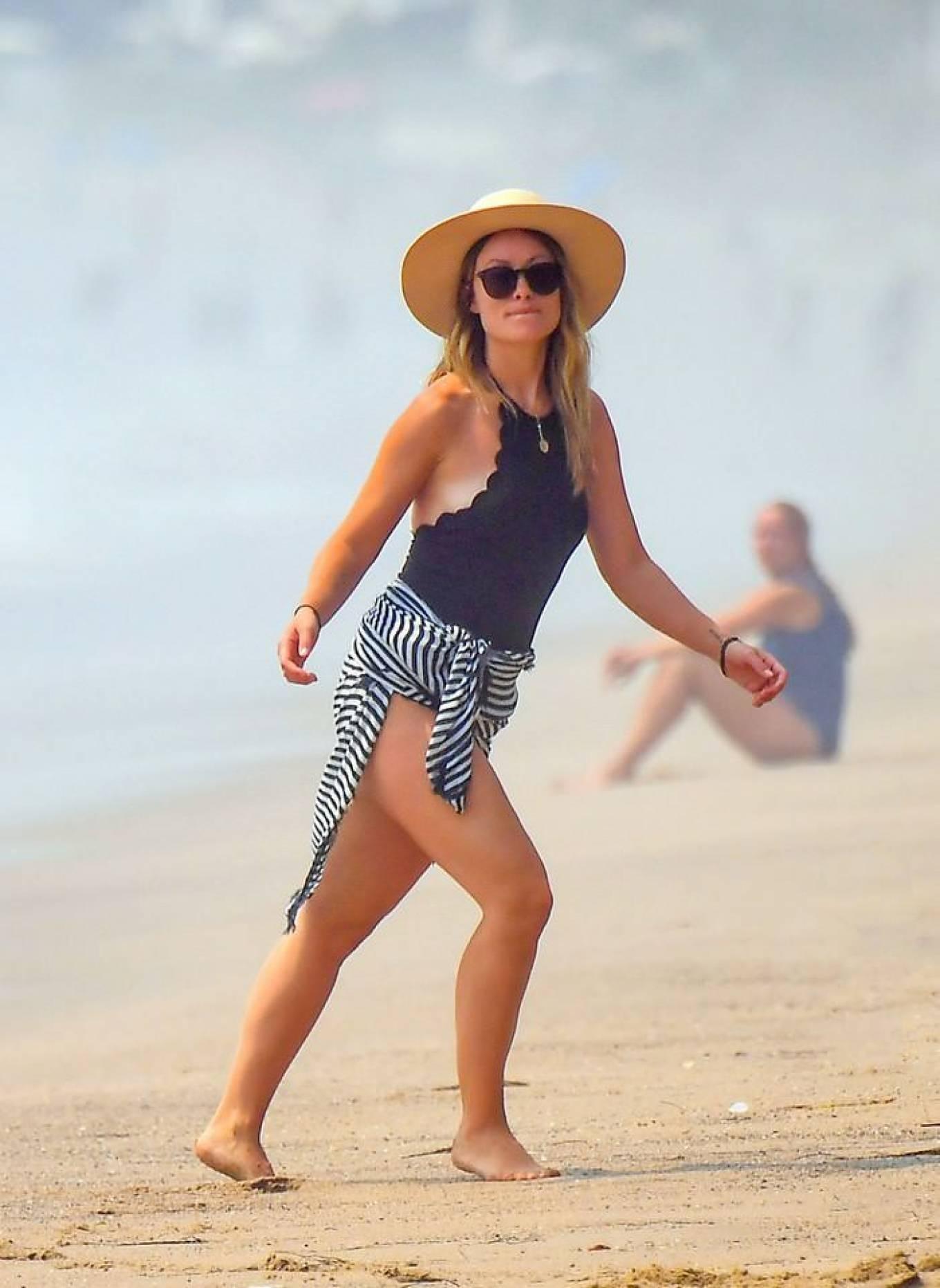 Olivia Wilde 2020 : Olivia Wilde – Spotted on the beach in Santa Monica-03