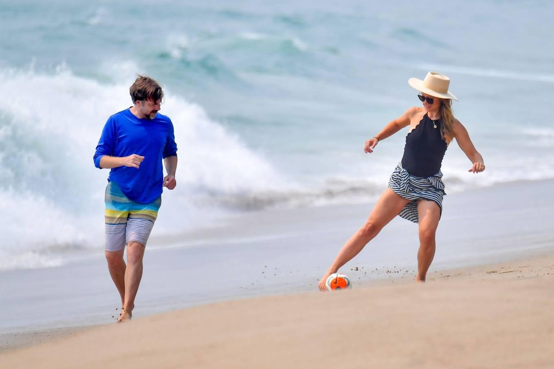 Olivia Wilde 2020 : Olivia Wilde – Spotted on the beach in Santa Monica-05