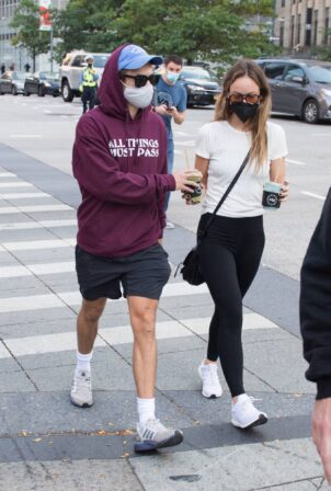 Olivia Wilde - Stroll through New York City