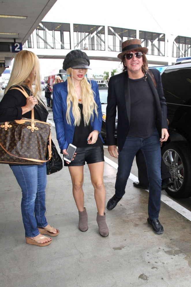 Orianthi at LAX Airport in Los Angeles -01
