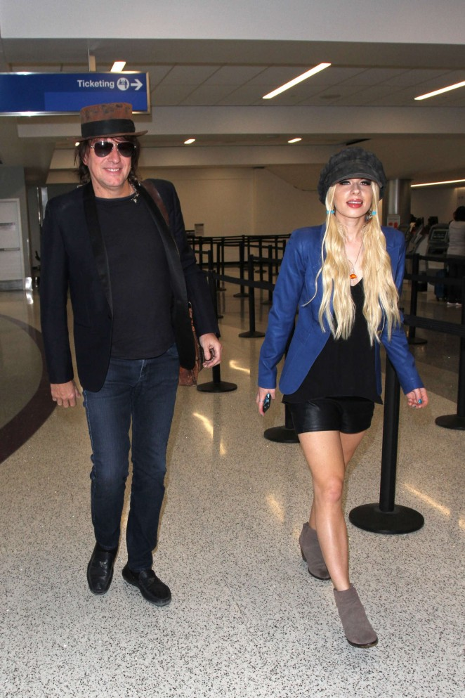 Orianthi at LAX Airport in Los Angeles -07