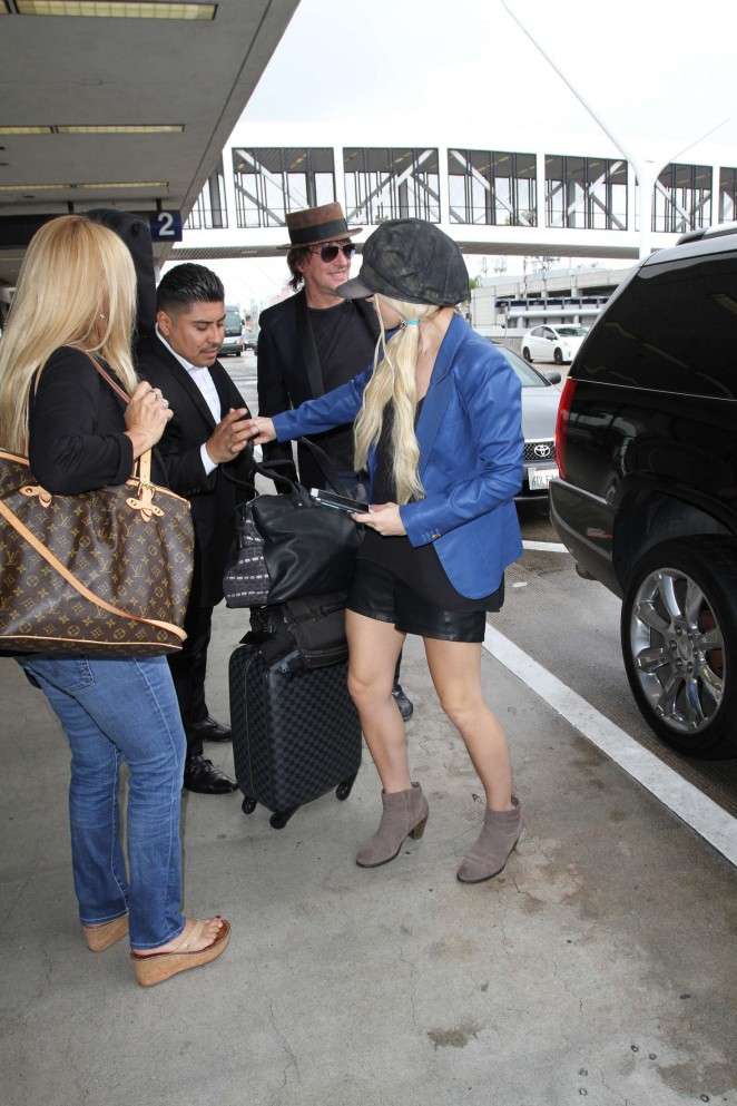 Orianthi at LAX Airport in Los Angeles -09