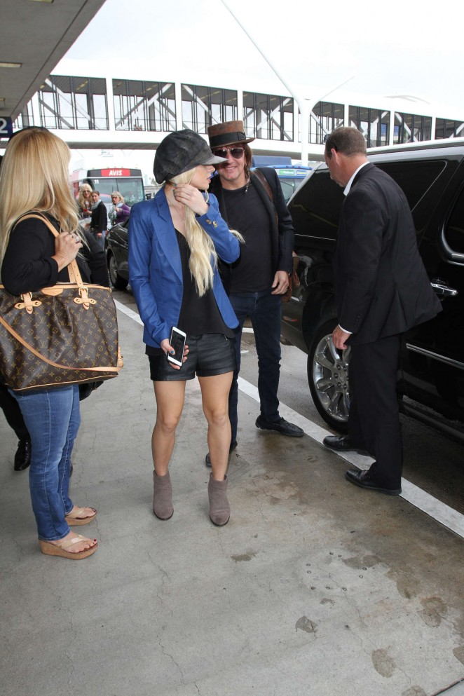 Orianthi at LAX Airport in Los Angeles -10