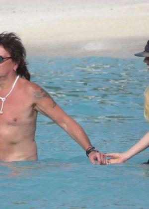 Denise richards in bikini wild things on scandalplanetcom - 3 part 9