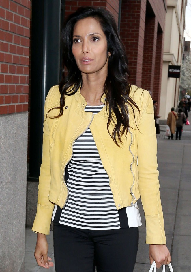 Padma Lakshmi - Arrives at her Apartment in New York