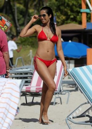 Padma Lakshmi 86 Hot Bikini Pics -01