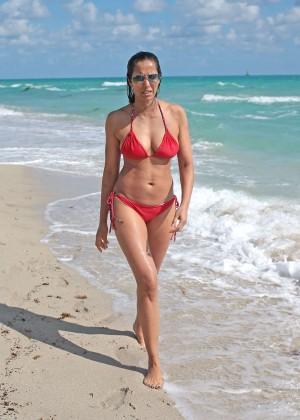 Padma Lakshmi 86 Hot Bikini Pics -03
