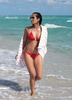 Padma Lakshmi 86 Hot Bikini Pics -04