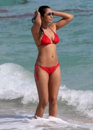 Padma Lakshmi 86 Hot Bikini Pics -09