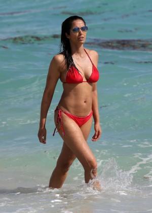 Padma Lakshmi 86 Hot Bikini Pics -11