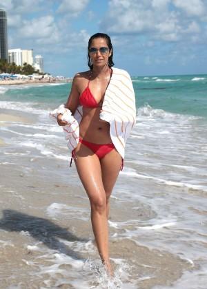 Padma Lakshmi 86 Hot Bikini Pics -12