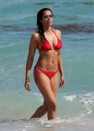 Padma Lakshmi 86 Hot Bikini Pics -32