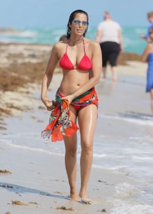 Padma Lakshmi 86 Hot Bikini Pics -34