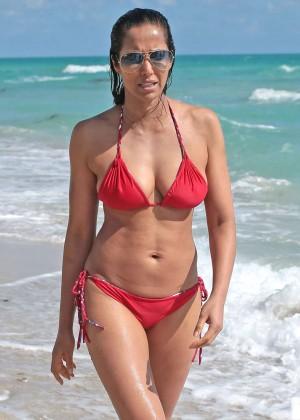 Padma Lakshmi 86 Hot Bikini Pics -35