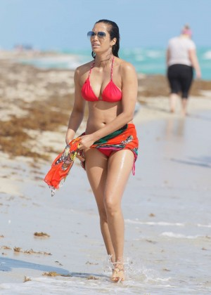 Padma Lakshmi 86 Hot Bikini Pics -47