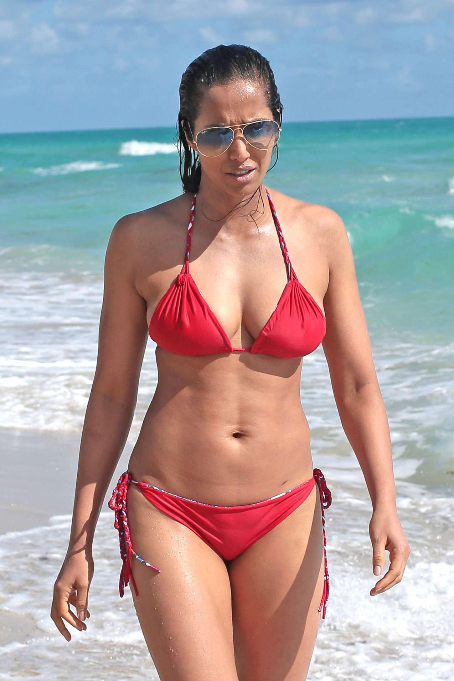 Padma Lakshmi Bikini Nude Photos 59