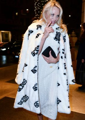 Pamela Anderson - Arrives at her hotel in Milan