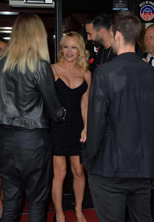 Pamela Anderson: Arrives at the premiere of the show Bionic Showgirl-02