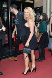 Pamela Anderson - Arrives at the premiere of the show 'Bionic Showgirl' in Paris