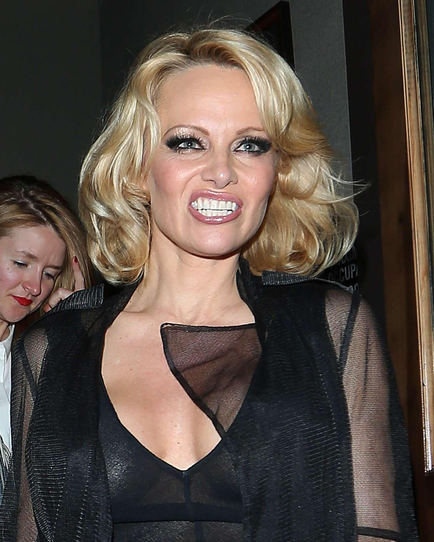 Pamela Anderson at Crossroads Restaurant -02   GotCeleb