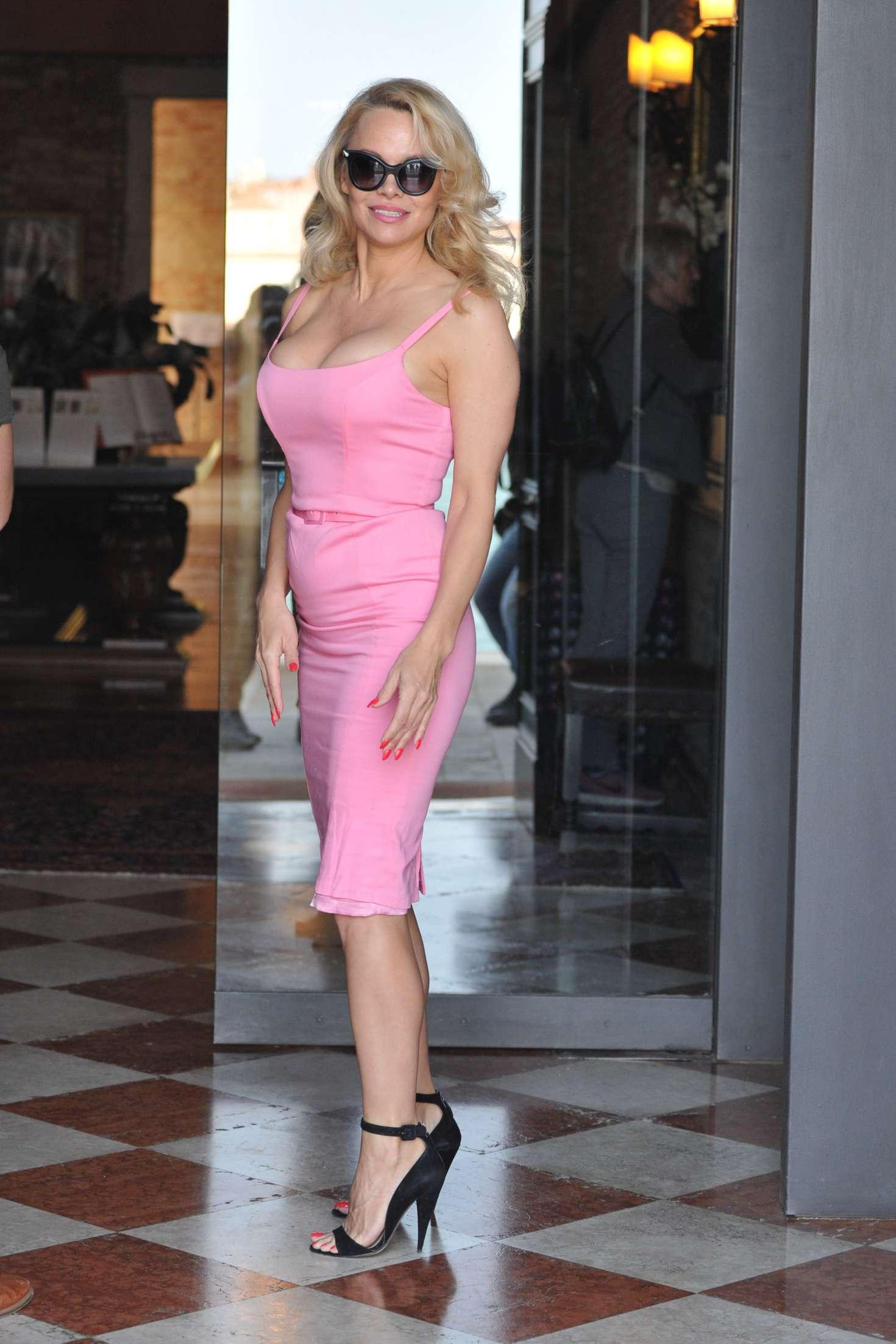 Pamela Anderson In Pink Dress 09 Gotceleb