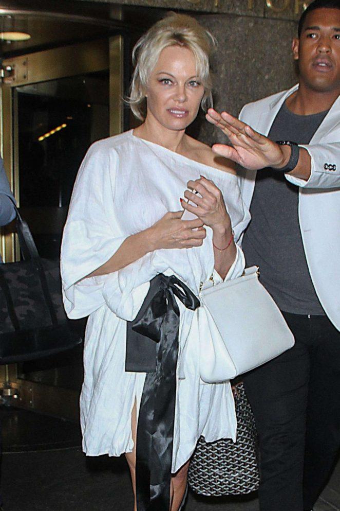 Pamela Anderson - Leaving 'Entertainment Tonight' in New York